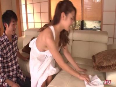 เงี่ยนมสวยากอั้นไม่ไหวดึงคอเสื้อเมียมาจับไซร์คอเค้นนมสวยจนเมียร้องครางออกมา